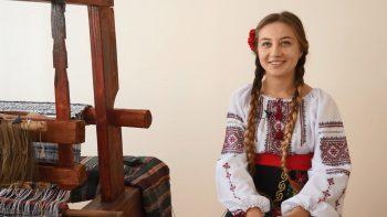 Rodica, fata care păstrează tradițiile