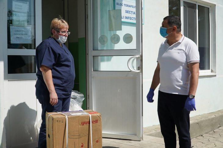 Doi deputați au donat Spitalului din Cahul un concentrator de oxigen //VIDEO
