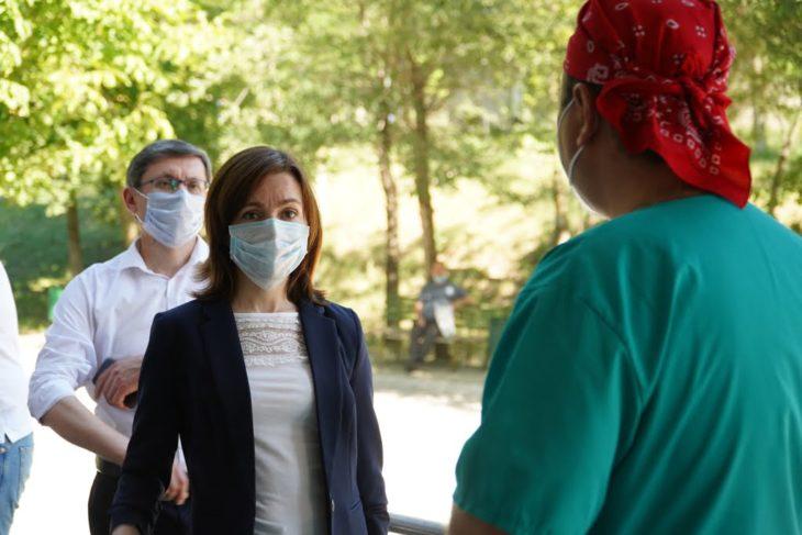 Maia Sandu la Cahul: Personalul medical se descurcă, oamenii rezistă și fac imposibilul. Nu se descurcă autoritățile // VIDEO