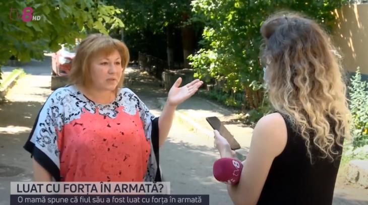"""/VIDEO/ O femeie se plânge că fiul său a fost încorporat cu forța în serviciul militar: """"Este o răpire"""""""