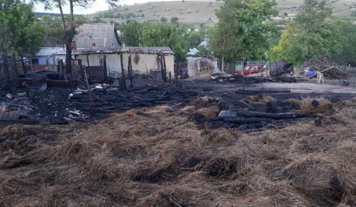 Jocul copiilor cu focul a provocat un incendiu în localitatea Cazangic raionul Leova /FOTO