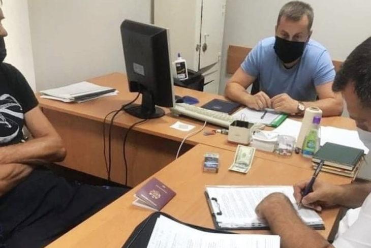 Un bărbat a încercat să mituiască un polițist de frontieră cu 100 de dolari, dar a fost denunțat la CNA