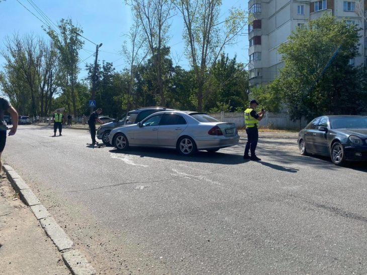 Două automobile au fost implicate într-un accident la o intersecție de lângă Gara Auto din Cahul / FOTO