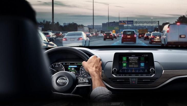 Șoferii care conduc cu geamurile deschise sunt cu 80% mai expuși la poluarea din orașe