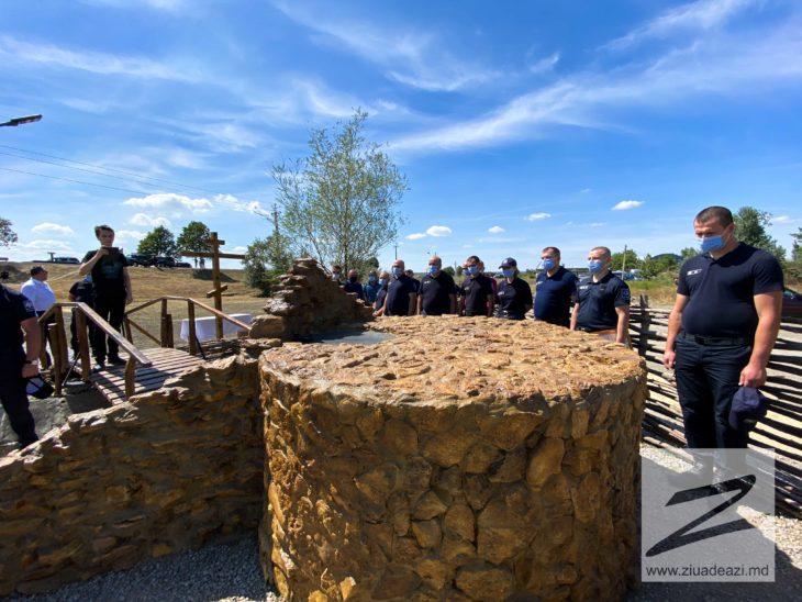 În ajunul Zilei Independenței, Polițiștii de Frontieră au făcut un cadou Cahulului și au renovat un izvor /FOTO