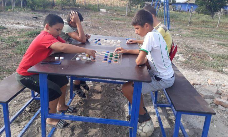 Cu ajutorul cetățenilor, o toloacă din comuna Zîrnești, raionul Cahul, se transformă în scuar