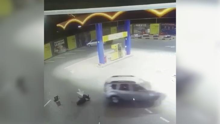 Cantemir: A călcat 2 oameni de mai multe ori cu mașina la o benzinărie // VIDEO