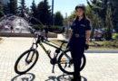Polițistă, pe bicicletă, la 20 de ani // VIDEO