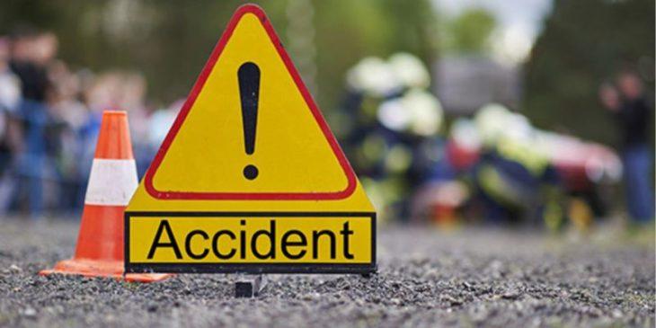 /VIDEO/ S-a răsturnat cu autocamionul pe șosea