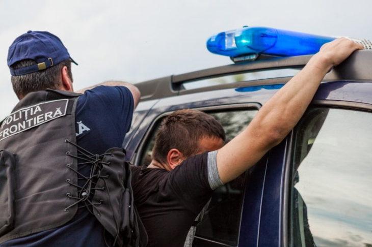 Doi tineri, dați în căutare națională,  reținuți de polițiștii de frontieră din Direcția regională SUD