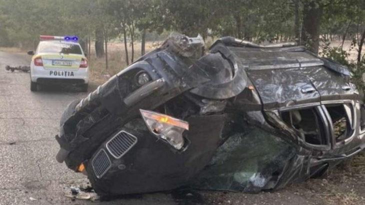 FOTO // Tragedie pe șosea, la Cahul. S-a speriat de o patrulă a poliției și a încercat să fugă, dar a răsturnat mașina într-o curbă