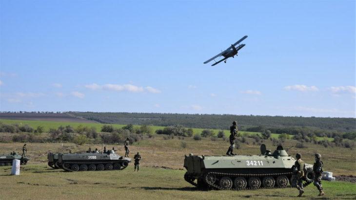 """""""Dacii"""" au desfășurat un exercițiu tactic cu trageri de luptă la Centrul de instruire al unităţii // FOTO"""