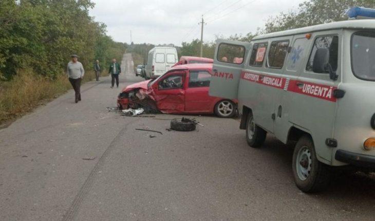Accident pe traseul spre satul Larga Nouă. Două automobile s-au izbit frontal / VIDEO