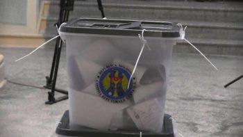 Cum votează persoanele care nu se pot deplasa la secția de votare în ziua alegerilor
