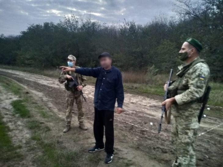 /FOTO/ Un cetățean moldovean riscă până la 3 ani de închisoare pentru trecerea clandestină a frontierei ucrainene