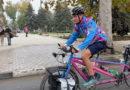 Vezi istoria lui Luke, britanicul bolnav  care face înconjurul lumii pe bicicletă, în memoria fratelui decedat //VIDEO