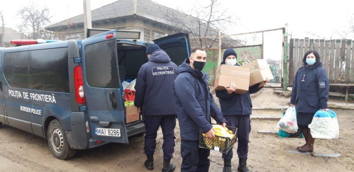 """Direcția Regională Sud a Poliției de Frontieră a dat start campaniei """"Dăruiește Bucurie de Sărbători"""" /FOTO"""