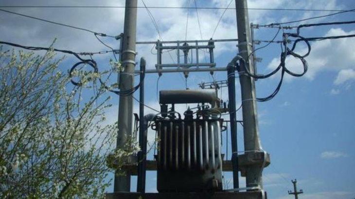 Hoții de ulei distrug instalațiile electrice și lasă în întuneric sute de familii din sudul țării