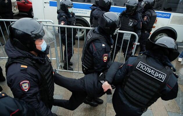 Peste 2.000 de persoane au fost arestate în cursul manifestațiilor de sâmbătă din Rusia