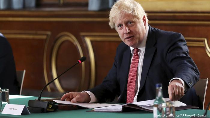 Boris Johnson anunță închiderea școlilor și lockdown total pentru Anglia