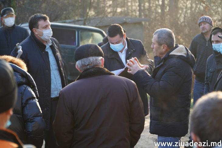 """REPORTAJ FOTO/ Fenomenul """"Manta-V"""": Un deputat și consilierii raionali –  în apărarea patrimoniului raionului"""