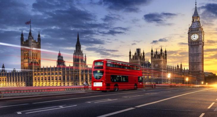 Călătorii care sosesc în Anglia vor trebui să prezinte un test negativ la COVID-19