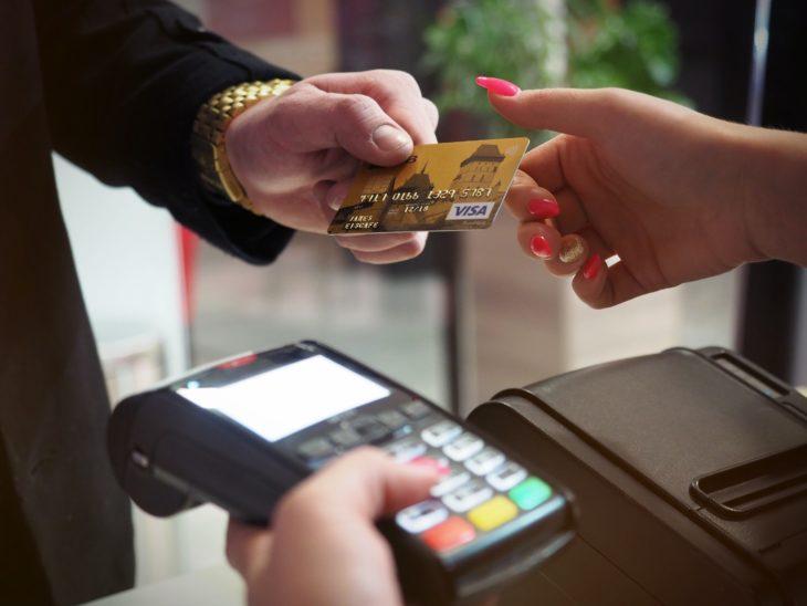 Doar 37% dintre cetățeni se declară utilizatori independenți în accesarea serviciilor electronice