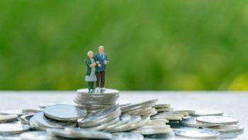 Reducerea vârstei de pensionare, votată de Parlament, ar putea duce la falimentarea sistemului de pensii