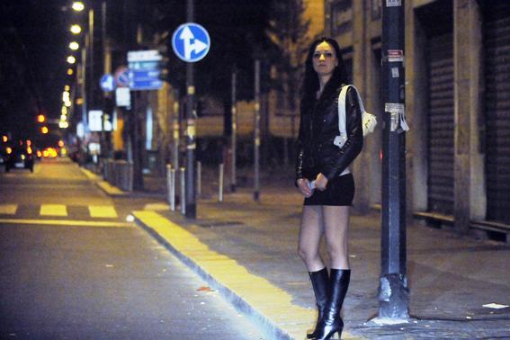 Prostituție cu moldovence, în Italia: Poliția a reținut doi proxeneți