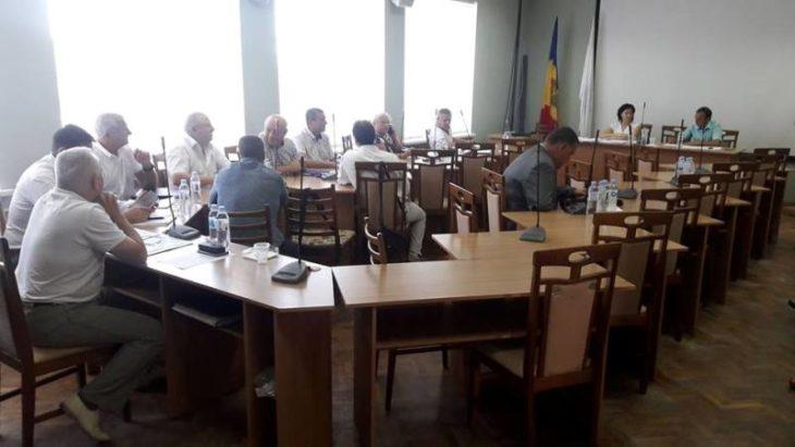 Zece aleși locali cer convocarea ședinței Consiliului municipal pe 28 septembrie