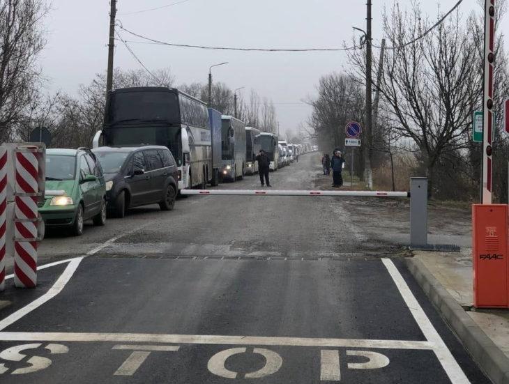 Rînduri mari de autocare și microbuze la vama Cahul-Oancea. Ce sugerează vameșii?