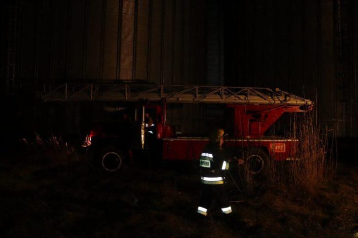 Risc de incendiu la o fabrică de ulei, la Cahul. Au intervenit șapte echipe de pompieri