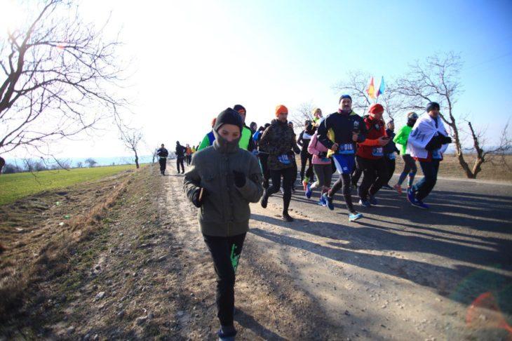 Un copil din Cîșlița-Prut încălțat în galoși a alergat 12 kilometri, alături de participanții la Rubicon
