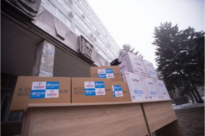 OMS și USAID au donat mai multor centre de sănătate publică din țară echipamente IT