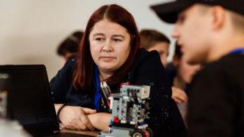 În pas cu tehnologiile moderne, Olga Neculseanu crește generații pentru profesiile viitorului