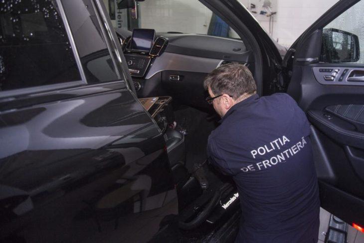 Rămas fără mașină în valoare de 1,2 mln lei, după ce s-a depistat contrafacerea datelor de identificare / VIDEO
