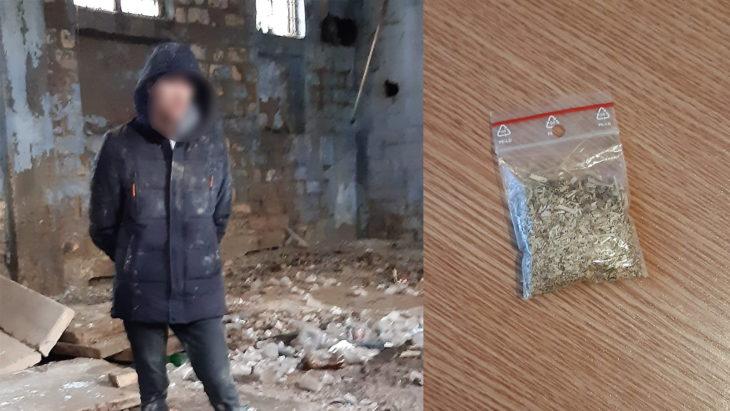 Un carabinier din Cahul, în afara orelor de serviciu, a reținut un tânăr suspectat în comercializarea drogurilor