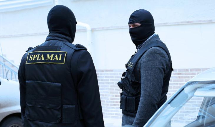 FLASH // Operațiune SPIA, la Cantemir. Șase polițiști au fost reținuți
