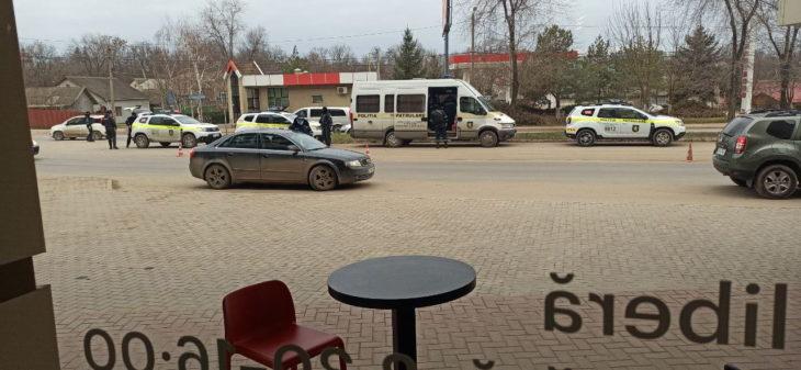 Atenție șoferi! Filtru al poliției pe Pr. Republicii. Sunt implicați și mascații de la Fulger // VIDEO