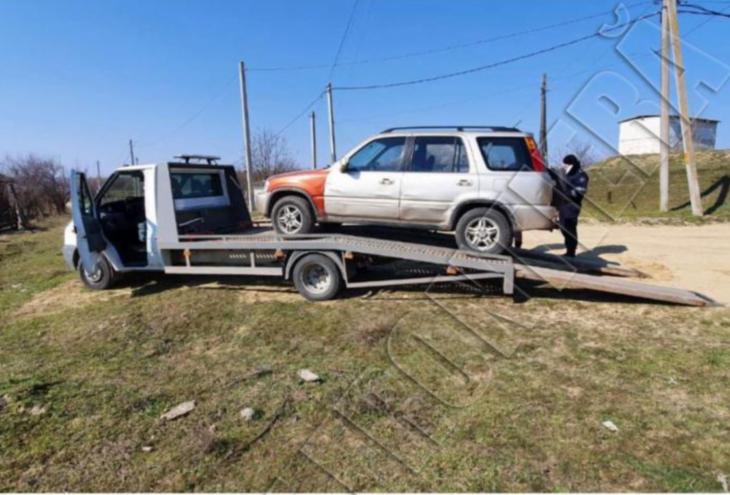 Două autoturisme indisponibilizate, ca urmare a depistării  mai multor nereguli în acte în preajma satului Slobozia Mare /FOTO