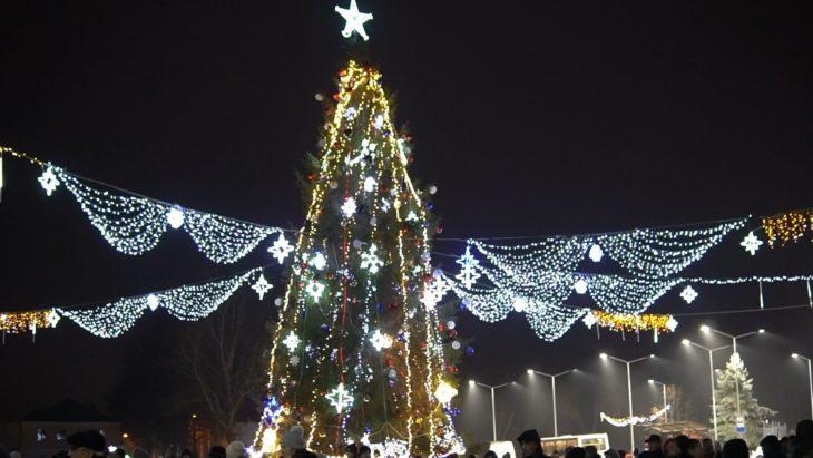 La Cahul a fost inaugurat Pomul de Crăciun