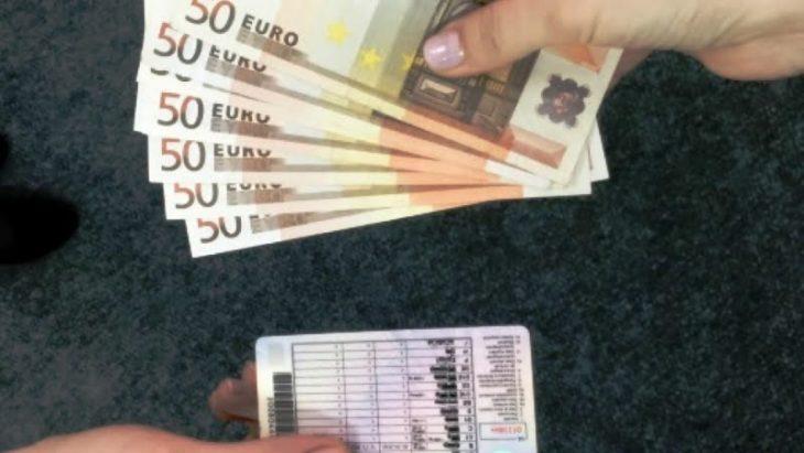 Trei sute de euro pentru un permis de conducere. O femeie din Cahul a fost reținută de CNA