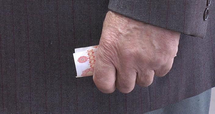 De Paște, pensionarii cu pensia sub 4000 lei vor primi un ajutor de câte 1000 lei