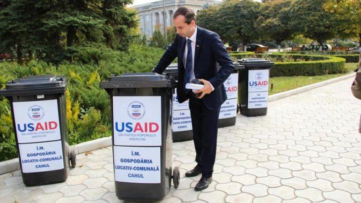 2000 de containere pentru gunoi vor ajunge la populaţia din Cahul