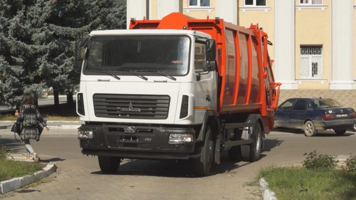 Primele autospeciale au venit. În raionul Cahul urmează a fi creat un serviciu de salubrizare pentru sate