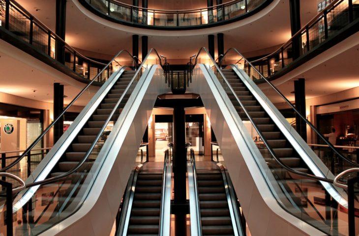 Centrele comerciale își vor relua activitatea în zilele de sâmbătă și duminică