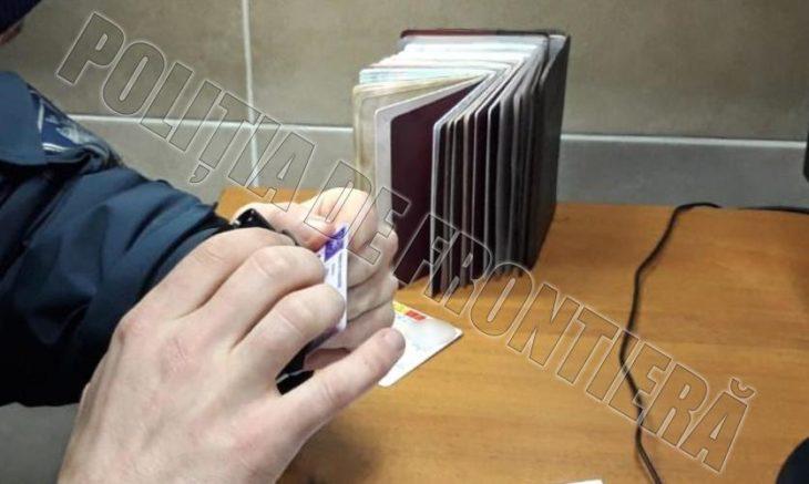 Identificate la frontieră: Un permis de conducere și șapte teste PCR Covid-19 falsificate