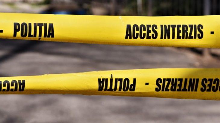 Crimă la Cahul. Un tânăr a tăiat beregata colegului de pahar și l-a lăsat să zacă în curtea casei