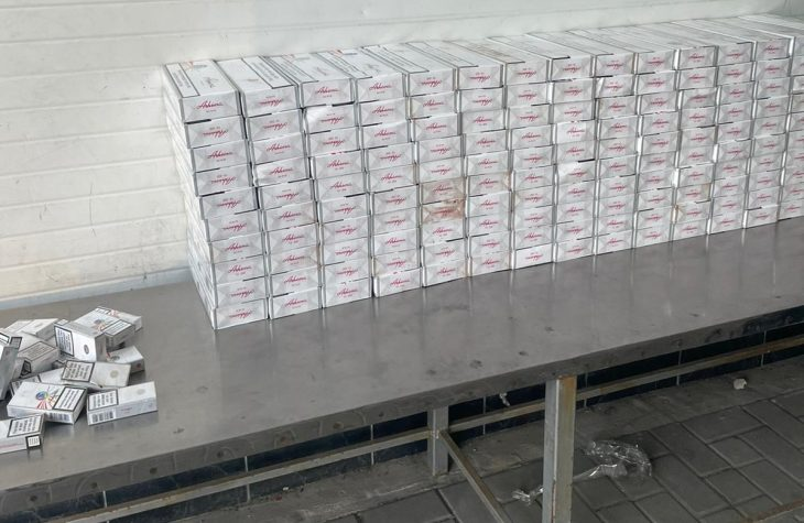 Zeci de mii de țigarete ce urmau să ajungă ilegal pe piața UE, depistate de patrupezii Serviciului Vamal /VIDEO