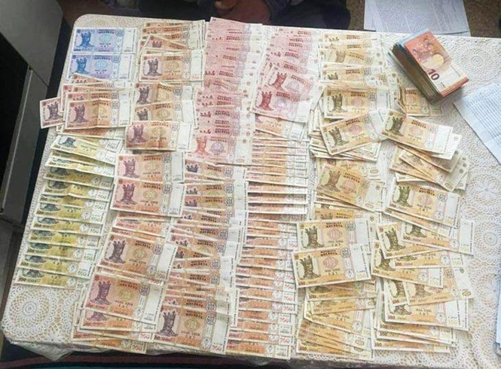 800 euro pentru permis. Ofițerii CNA au ridicat peste  9000 de euro la domiciliului unui instructor auto din Cantemir